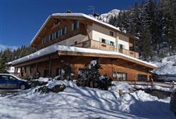 Hotel La Molinella - 5denní lyžařský balíček s denním přejezdem a skipasem v ceně***1