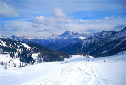 Hotel La Molinella - 5denní lyžařský balíček s denním přejezdem a skipasem v ceně***11