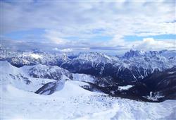 Hotel La Molinella - 5denní lyžařský balíček s denním přejezdem a skipasem v ceně***13