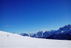 Hotel La Molinella - 5denní lyžařský balíček s denním přejezdem a skipasem v ceně***9