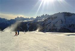 Hotel La Molinella - 5denní lyžařský balíček s denním přejezdem a skipasem v ceně***14