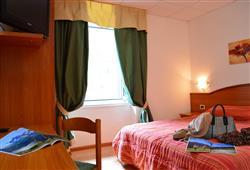 Hotel Pejo - 6denní lyžařský balíček s denním přejezdem a skipasem v ceně***5