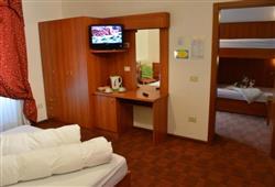 Hotel Pejo - 6denní lyžařský balíček s denním přejezdem a skipasem v ceně***8