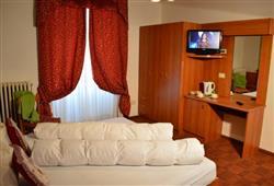 Hotel Pejo - 6denní lyžařský balíček s denním přejezdem a skipasem v ceně***6