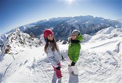 Hotel Pejo - 6denní lyžařský balíček s denním přejezdem a skipasem v ceně***22