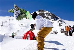 Hotel Pejo - 6denní lyžařský balíček s denním přejezdem a skipasem v ceně***24
