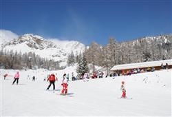 Hotel Pejo - 6denní lyžařský balíček s denním přejezdem a skipasem v ceně***29