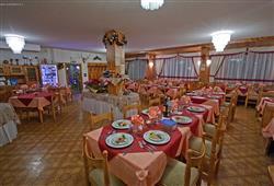 Hotel De Fronz - 5denní lyžařský balíček s denním přejezdem a skipasem v ceně***9
