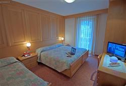 Hotel De Fronz - 5denní lyžařský balíček s denním přejezdem a skipasem v ceně***3