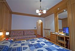 Hotel De Fronz - 5denní lyžařský balíček s denním přejezdem a skipasem v ceně***7