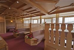 Hotel De Fronz - 5denní lyžařský balíček s denním přejezdem a skipasem v ceně***12