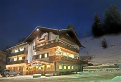 Hotel De Fronz - 5denní lyžařský balíček s denním přejezdem a skipasem v ceně***1