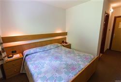 Hotel De Fronz - 5denní lyžařský balíček s denním přejezdem a skipasem v ceně***5