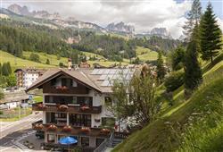 Hotel De Fronz - 5denní lyžařský balíček s denním přejezdem a skipasem v ceně***2