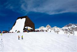 Hotel De Fronz - 5denní lyžařský balíček s denním přejezdem a skipasem v ceně***20