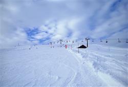 Hotel De Fronz - 5denní lyžařský balíček s denním přejezdem a skipasem v ceně***24