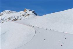 Hotel De Fronz - 5denní lyžařský balíček s denním přejezdem a skipasem v ceně***27