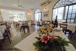 Hotel Altamira**11