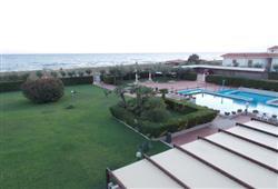 Cumeja Beach Resort****16