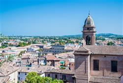 Santarcangelo - výhled ze starého kostela na Rimini