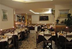 Hotel Lucia**9