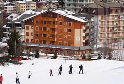 Hotel Derby - 6denní lyžařský balíček s denním přejezdem a skipasem v ceně***0