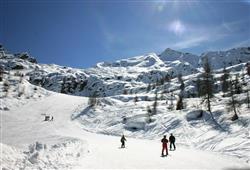 Hotel Derby - 6denní lyžařský balíček s denním přejezdem a skipasem v ceně***23