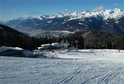 Hotel Derby - 6denní lyžařský balíček s denním přejezdem a skipasem v ceně***25