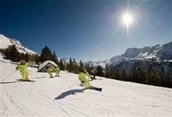 Hotel Derby - 6denní lyžařský balíček s denním přejezdem a skipasem v ceně***26