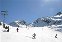 Hotel Derby - 6denní lyžařský balíček s denním přejezdem a skipasem v ceně***29