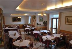 Hotel Lucia**10