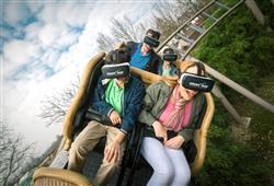 Tato horská dráha vás přenese do virtuální reality. Vybrat si můžete z některého z nabízených filmů