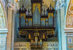 Interiéry kláštera jsou bohatě zdobeny