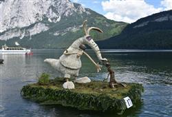 ©NarzissenfestvereinKaždá socha je poskládáná z tisíců květů