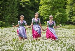 ©Narzissenfestverein Každé jaro jsou louky v okolí posetí tisící narcisů