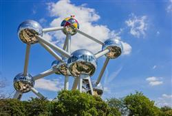 Dalším symbolem je Atomium, kde lze vstoupit do čtyř z devíti koulí