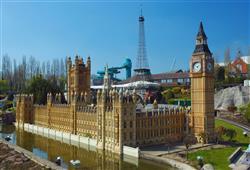 Nebo se můžete jít projít mezi evropskými dominantami v parku Mini-Europe
