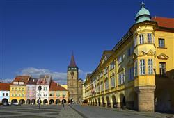 Náměstí v Jičíně zdobí renesanční domy, Valdická brána a barokní zámek