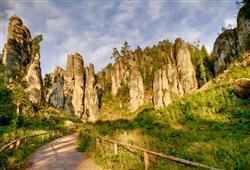 Vydáme se na procházku Prachovskými skalami vytvořenými erozí