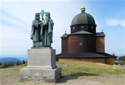 Zájemci mohou pokračovat na Radhošť (1 129 m) a ke kapličce Sv. Cyrila a Metoděje