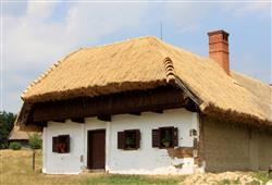 Navštívit lze i interiéry budov. V řadě z nich můžete vidět ukázky místních řemesel