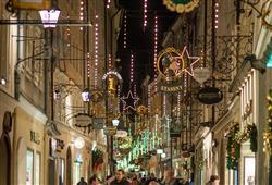 Nejznámější uličkou Salzburgu je Getraidegasse.