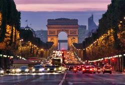 Na slavné třídě Champs Elysées si projdete vánoční trhy