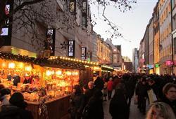 Čeká vás prohlídka města s průvodcem i individuální návštěva trhů