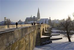 Chloubou města je nejstarší funkční kamenný most v Evropě
