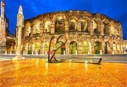 Symbolem tohoto shakespearovského města je mimo jiné i římský amfiteátr