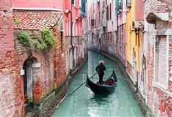 V tomto městě bez ulic návštěvníci obvykle připlouvali lodí