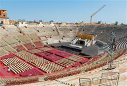 Dřív se zde konaly gladiátorské i byčí zápasy a veřejné popravy. Dnes jsou zde k vidění divadelní a operní představení.