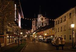 Město je jedním z největších poutních míst v Rakousku.