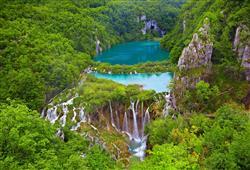 První den své dovolené strávíte v úchvatném národním parku Plitvická jezera.